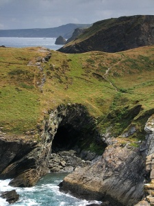Merlins_Cave_Cornwall