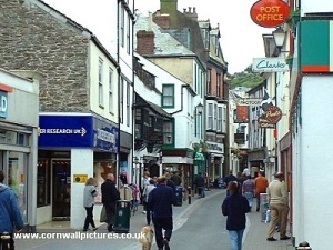 Shopping_in_Looe