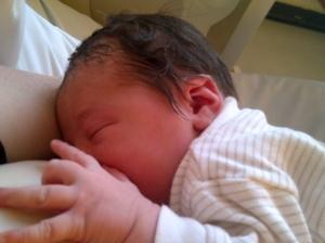 Breasteeding_a_Newborn