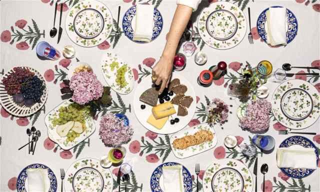 dinnerware_all_plates_wild_strawberry